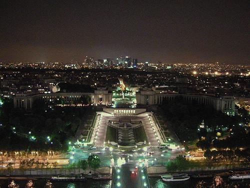 Palacio de Chaillot iluminado
