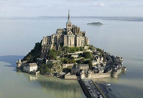 La Abadía de Mont Saint-Michel cumple 13 siglos