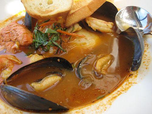 Bouillabaisse, sopa de pescado francesa