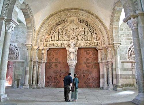 Timpano en la basilica de Vezelay