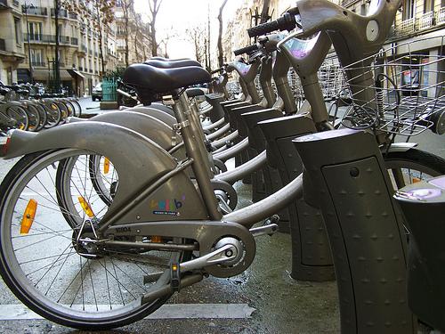 Recorrer París en bicicleta o sobre patines