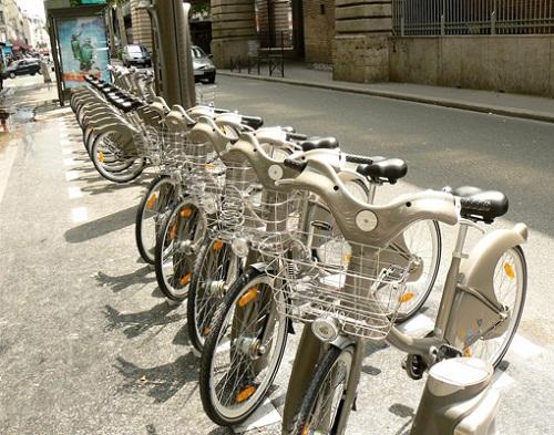 Original recorrido por París en bicicletas eléctricas