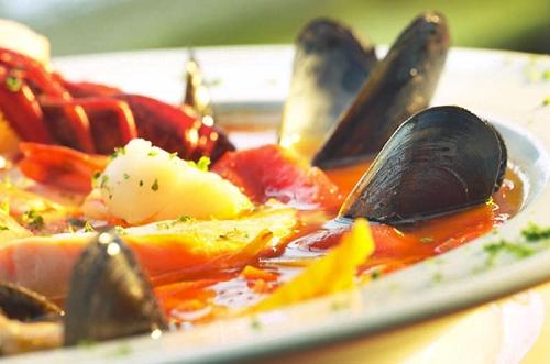 Bouillabaisse, historia de un plato típico en Marsella