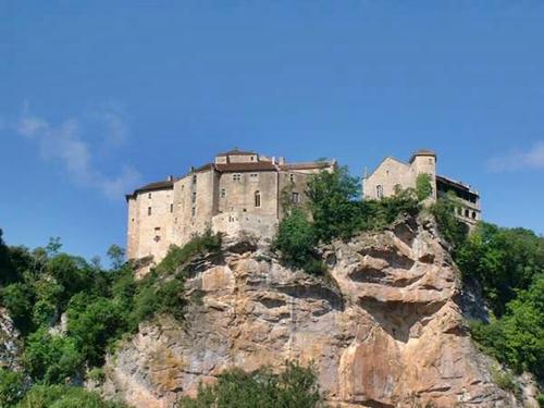 Los dos castillos de Bruniquel