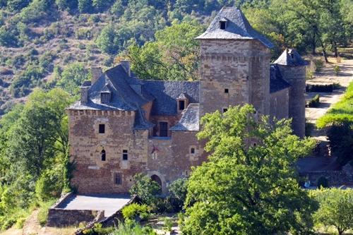Castillo y parque medieval de Colombier