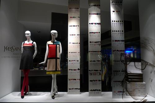 París recuerda a Yves Saint Laurent