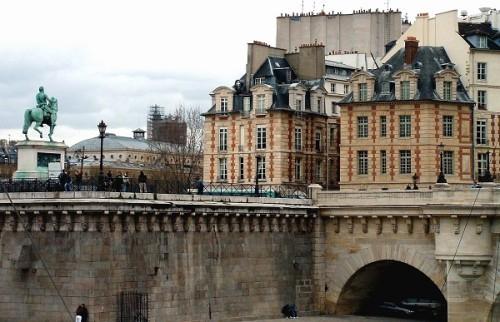 Visita a la Plaza Dauphine, en París