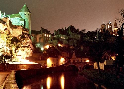 Semur en Auxois, naturaleza y torres en Borgoña